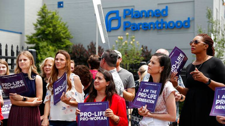 Missouri rejects license renewal for lone abortion clinic